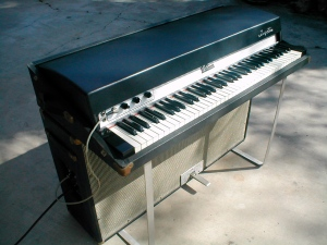 73 Fender Rhodes Suitcase Electric Piano