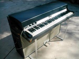 73 Fender Rhodes Suitcase Electric Piano